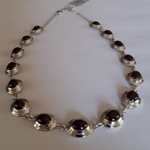 Necklace garnet oval cabochon