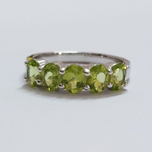 peridot ring band