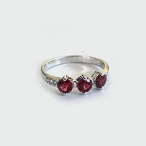 Red garnet trilogy ring