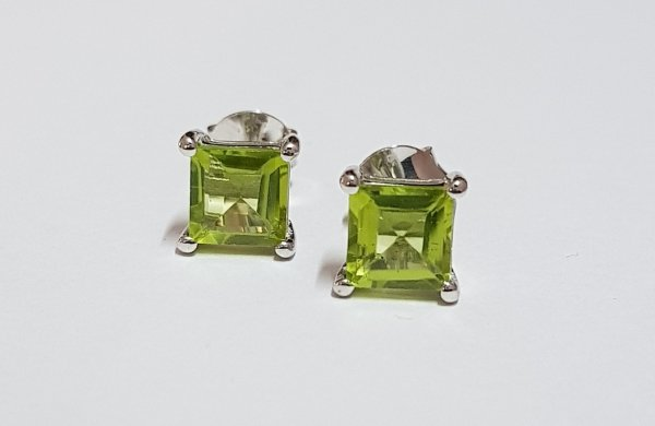 Stud Ear Ring 6mm sq.