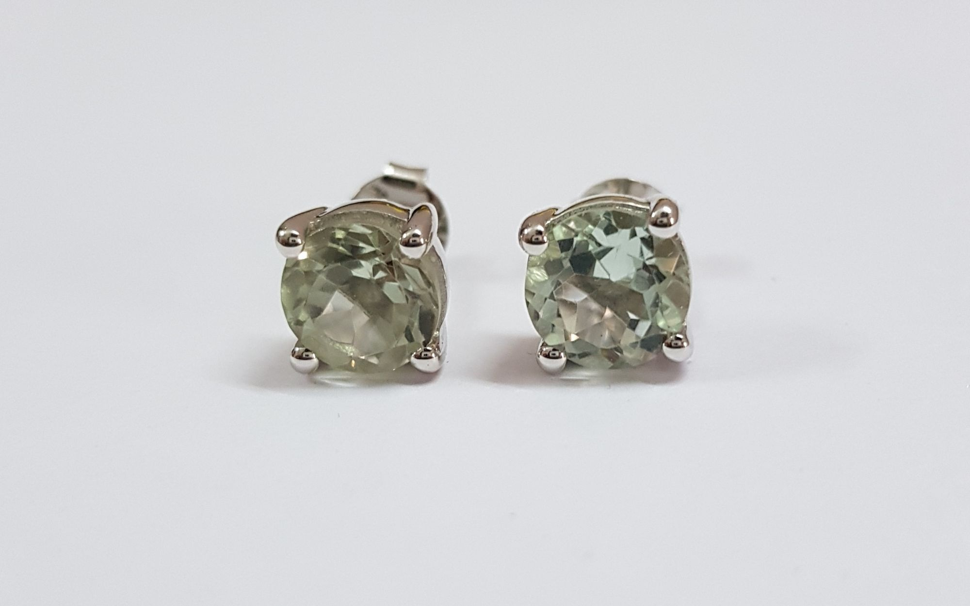 Ear Ring With White gold & Green Amethyst