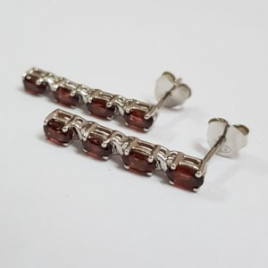 garnet oval cut earring stud