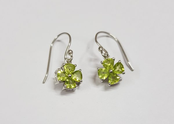 Peridot white gold earrings