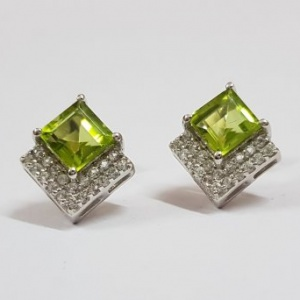 peridot square cut earring stud