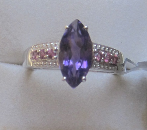 Amethyst w gold ring