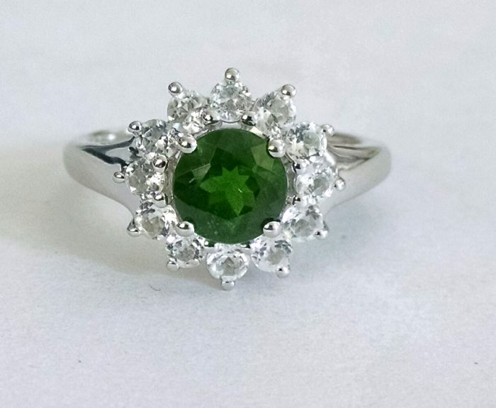 Chrome diopside solitaire ring