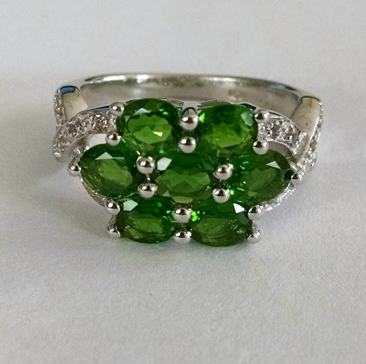 Cluster ring in chrome diopside