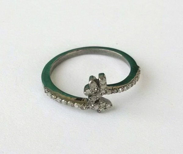 Diamond single cut arrow ring