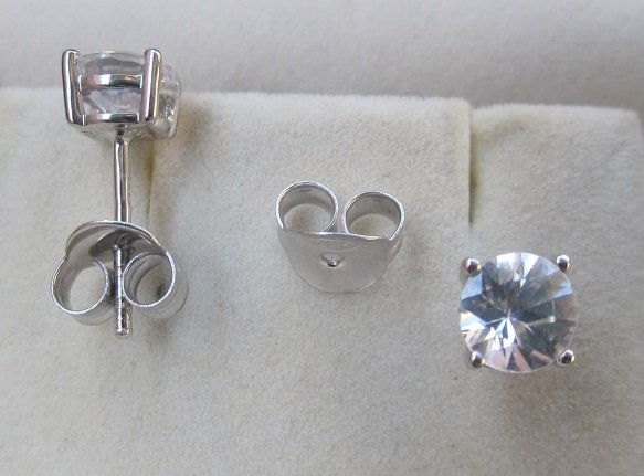 Ear Ring With 5.5mm zircon