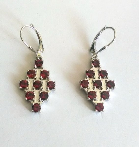 Ear Ring With Garnet