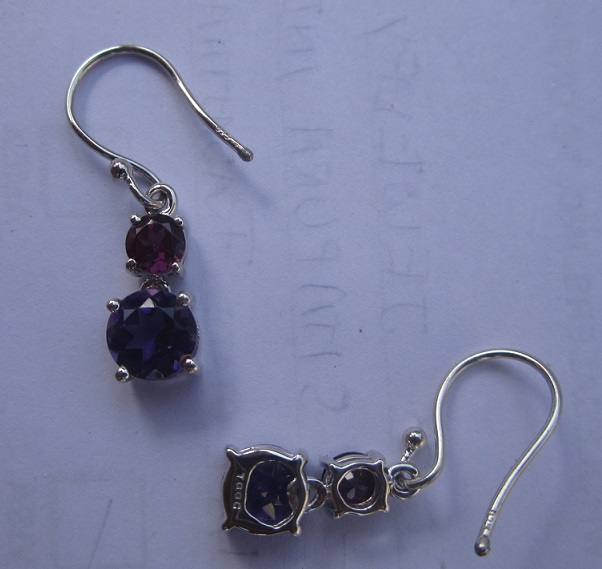 Ear ring with garnet, amethyst