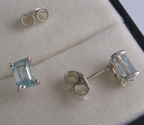 Ear Ring With Topaz