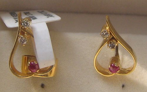 Gold Ear Ring with Ruby & Diamond