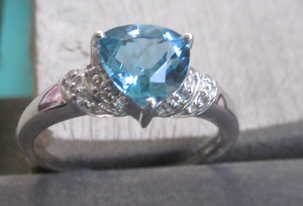 Gold Ring With Diamonds & Swiss blue topaz
