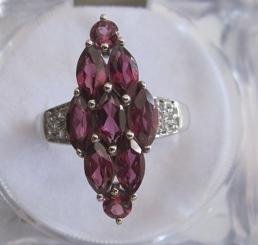 Gold Ring With garnet and diamond