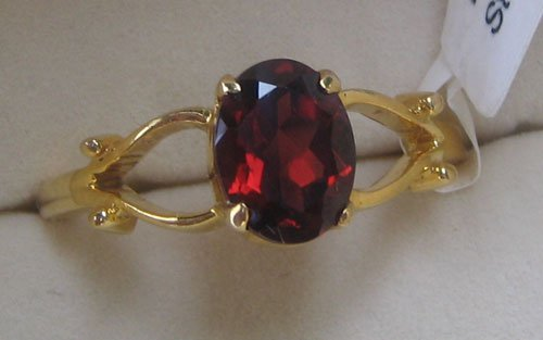 Gold Ring with Garnet Oval Cut
