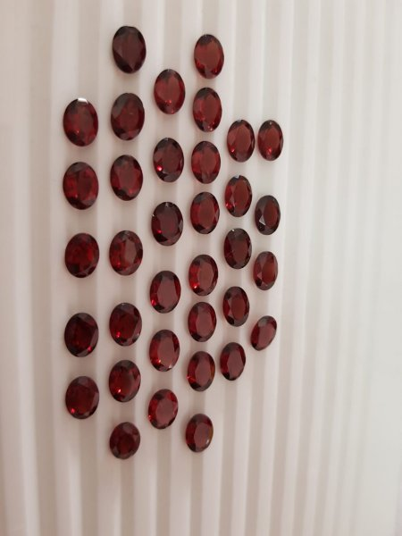 Red Garnet oval 9x7 Mozambique