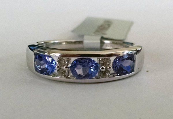 Iolite band with white topaz