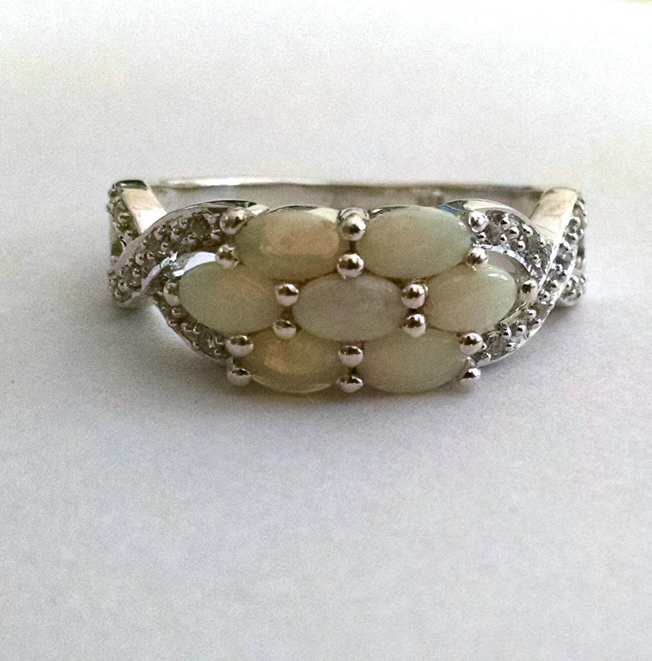 Oval cabochon ring