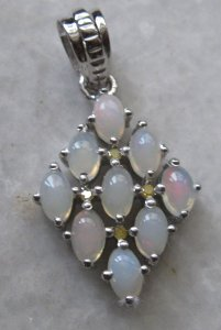 Pendant With opal and yellow diamond