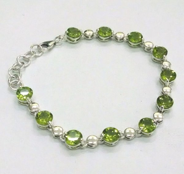 Peridot bracelet with silver beads