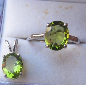 Peridot oval rd set