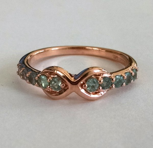 Peridot ring band with rose gold plating
