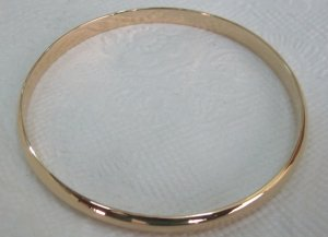 Plain gold bangle