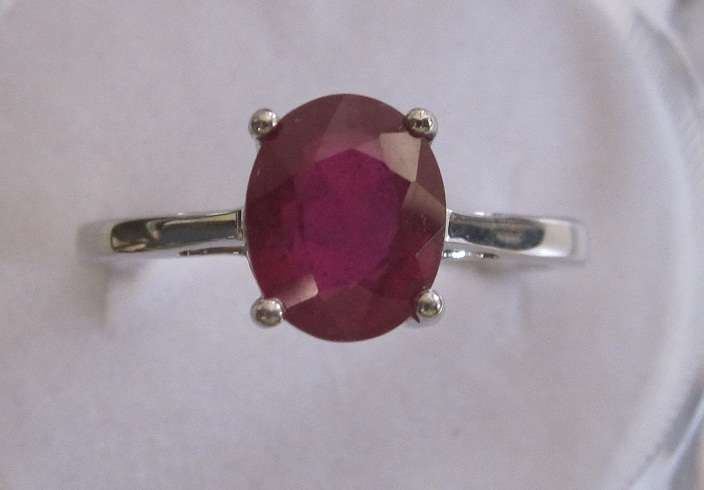 Ring With 9x7 ruby oval