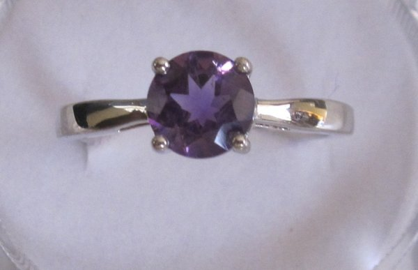 Ring With amethyst 7mm round