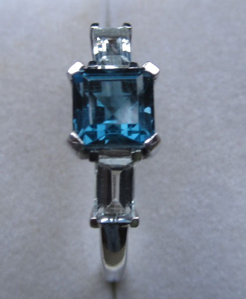 Ring With blue and white topaz