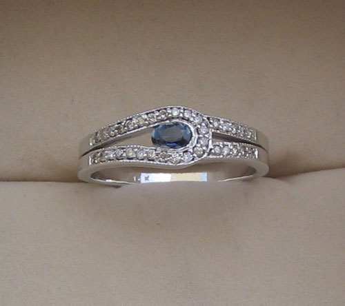Ring With Blue Sapphire & Diamond