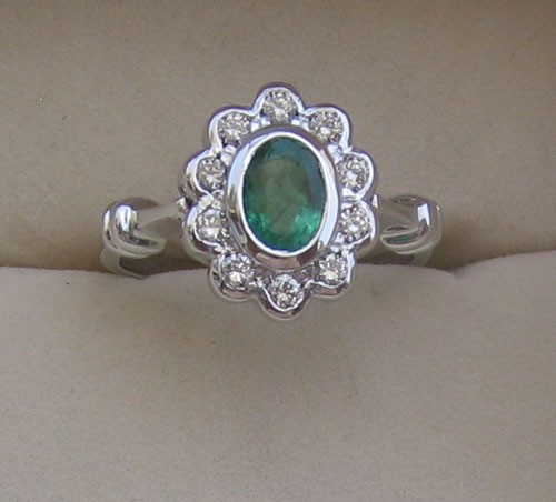 Ring With Diamond & Emerald oval cut