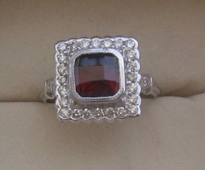 Ring With Diamond & Garnet cushion checker cut