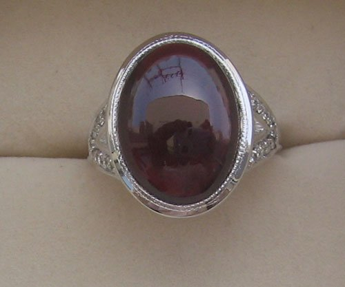 Ring With Diamond & Garnet oval cab
