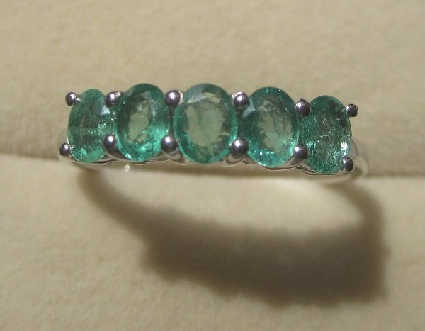 Ring With emerald oval