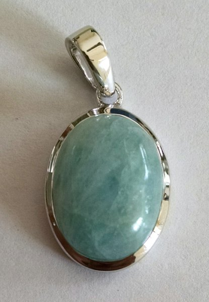 Simple aquamarine pendant