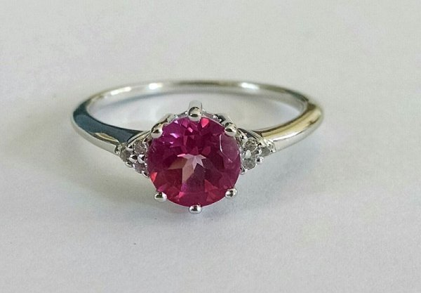 Solitaire ring in pink cz