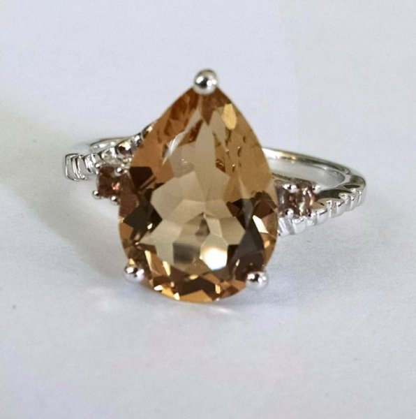 Whiskey quartz pear ring
