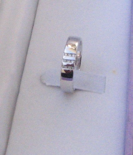 White Gold Ring withDiamond