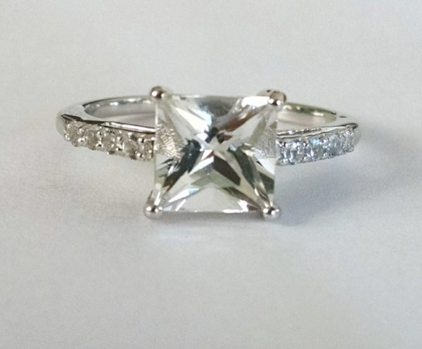 White topaz solitiare princess cut
